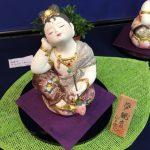 はかた伝統工芸館での梶原正二博多人形工房「第4回 ちいさな癒し展」で展示販売されている博多人形の作品「夢観音」