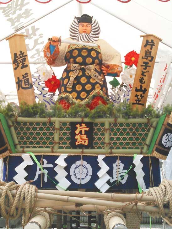 緒方恵子が制作した飯塚子ども山笠の博多人形が片島と吉原町に展示されています