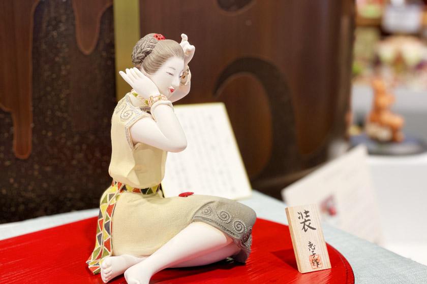 第71回新作博多人形展で九州経済産業局長賞を受賞した博多人形師緒方恵子の作品「装」です